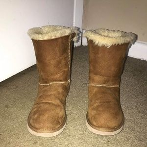 Size 7 lace up uggs